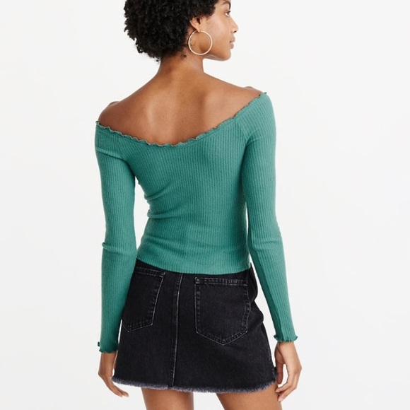 A&F   Off-Shoulder Long Sleeve